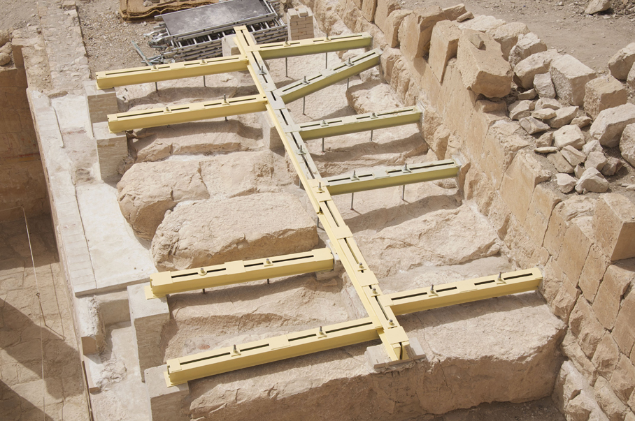 The general view of the reinforcement of the ceiling slabs and architraves of the Vestibule of the Hathor Shrine, photo by M. Jawornicki